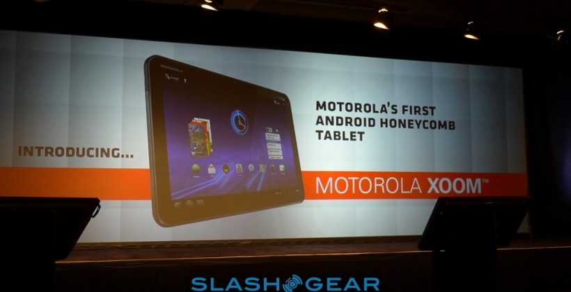 Motorola XOOM Officially Unveiled with Honeycomb [updated live images]