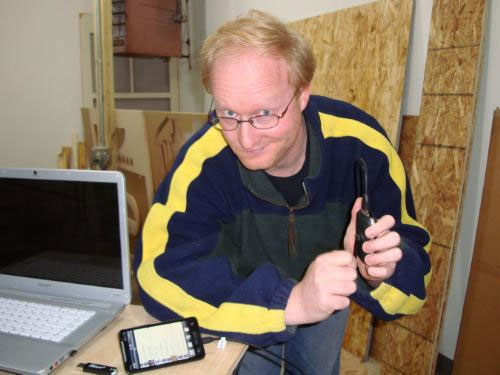 Wind up flash light + micro USB charger x Ben Heck = kinetic Android charger