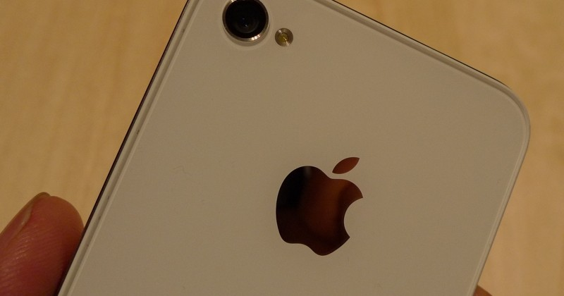 Apple updated but still no white iPhone 4