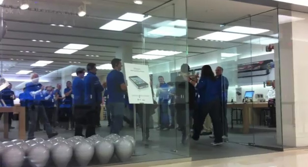 Verizon iPhone 4 Launch At Mall of America – Embarrassing Video