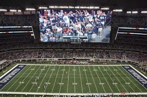 Mitsubishi reminds us all Super Bowl XLV has no Jumbotron