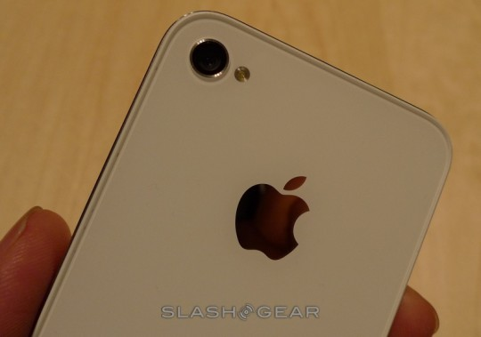 Pouge slips iPhone 4 on AT&T to get tethering on Feb 13