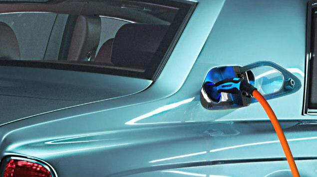 Rolls Royce 102EX goes all-electric [Video]