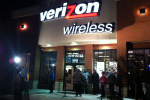 Only Modest Lines for Verizon iPhone 4