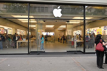 Apple To Drop Some Games And Peripherals From Retail Stores?