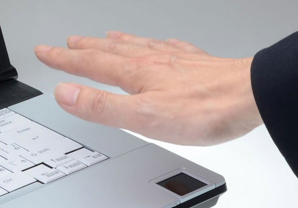 Fujitsu Lifebook E741/C has contactless palm vein scanner