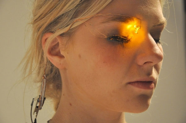 Eyeshadow of the future uses LEDs not makeup