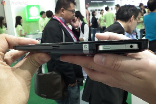 Padfone-Like Tablet With iPhone Dock By ECS