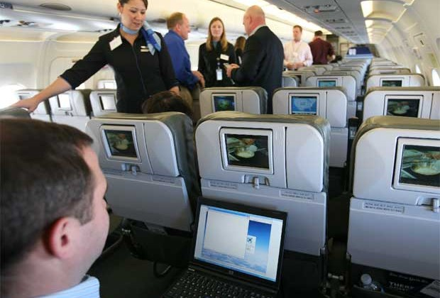 American Airlines planning in-flight streaming movies to your iPad this fall