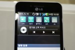 lg_optimus_big_hands-on_sg_6