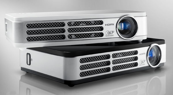 Vivitek Qumi HD LED projector ships