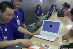 Chinese dude takes fake MacBook Air into real Apple Store for support