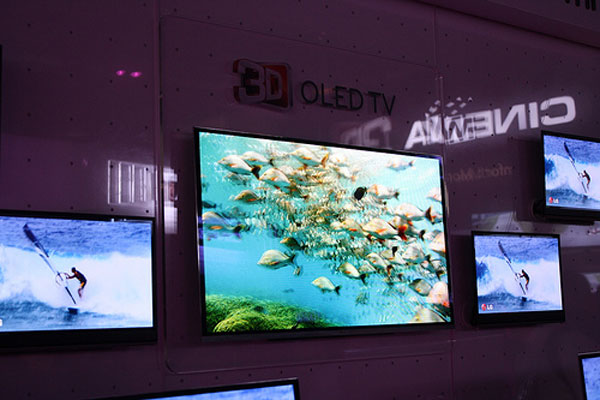LG to bring 55-inch OLED TV to market in 2012
