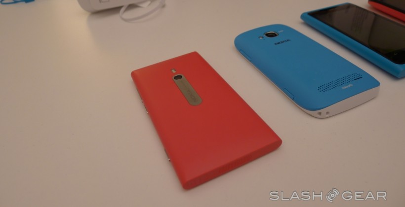 Nokia Lumia 800 and 710 Compare and Contrast