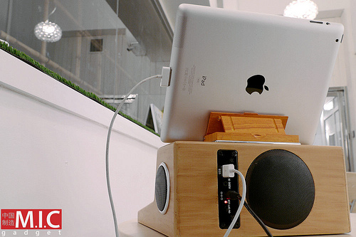 iPad iStation turns your tablet into an Apple I