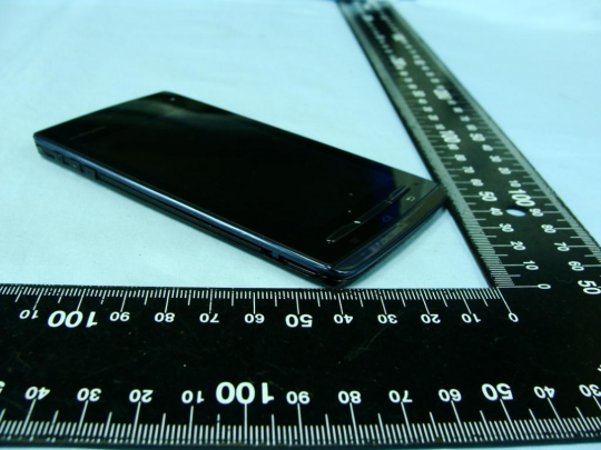 Fujitsu Arrows F-07D clears the FCC as world's thinnest smartphone