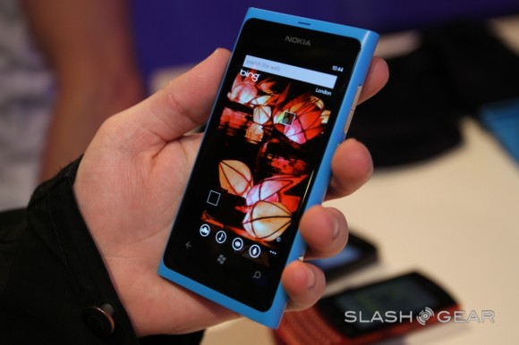 Nokia Lumia 800 to hit UK on November 16, black first, other colors to follow