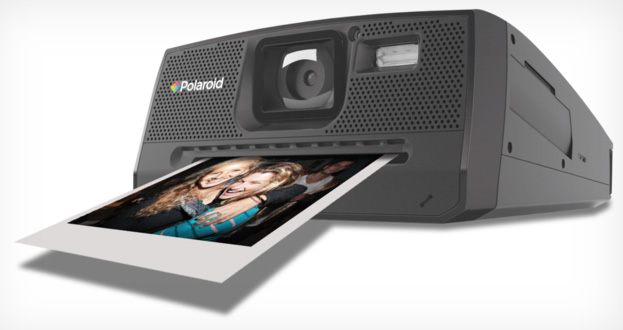 Polaroid Z340 Instant Digital Camera prints photos