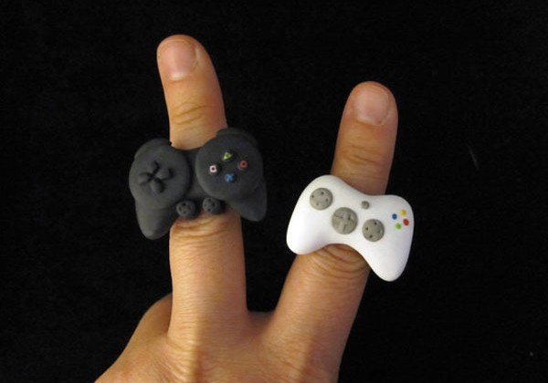 Xbox 360 and PS3 controller rings shows gamer geek pride