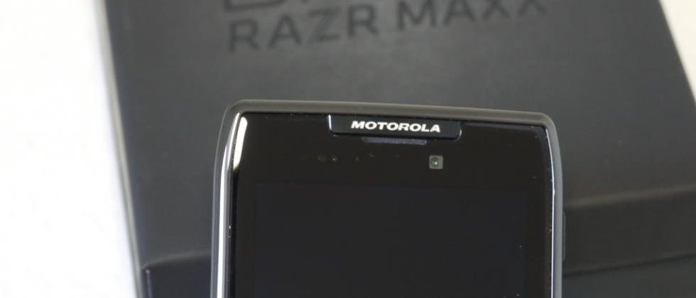 newest a3bb2 73ae9 Motorola DROID RAZR MAXX hands-on and unboxing - SlashGear