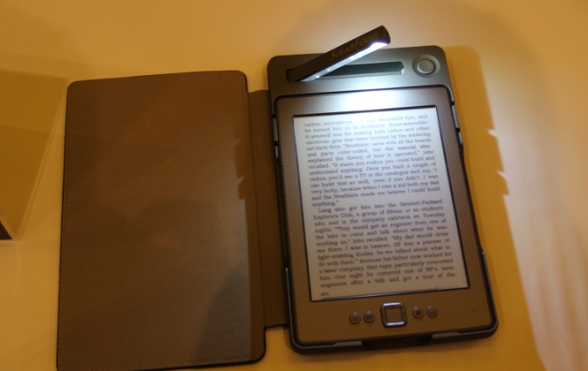 Solar lighted cover for Kindle