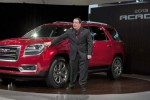 2013 GM Acadia gets first center airbag in the industry