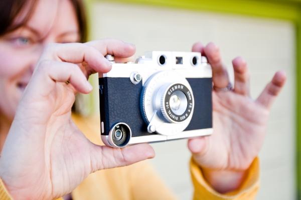 Photojojo iPhone Rangefinder revealed and detailed