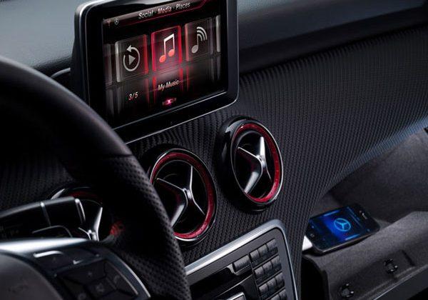 Siri is your new Mercedes-Benz copilot