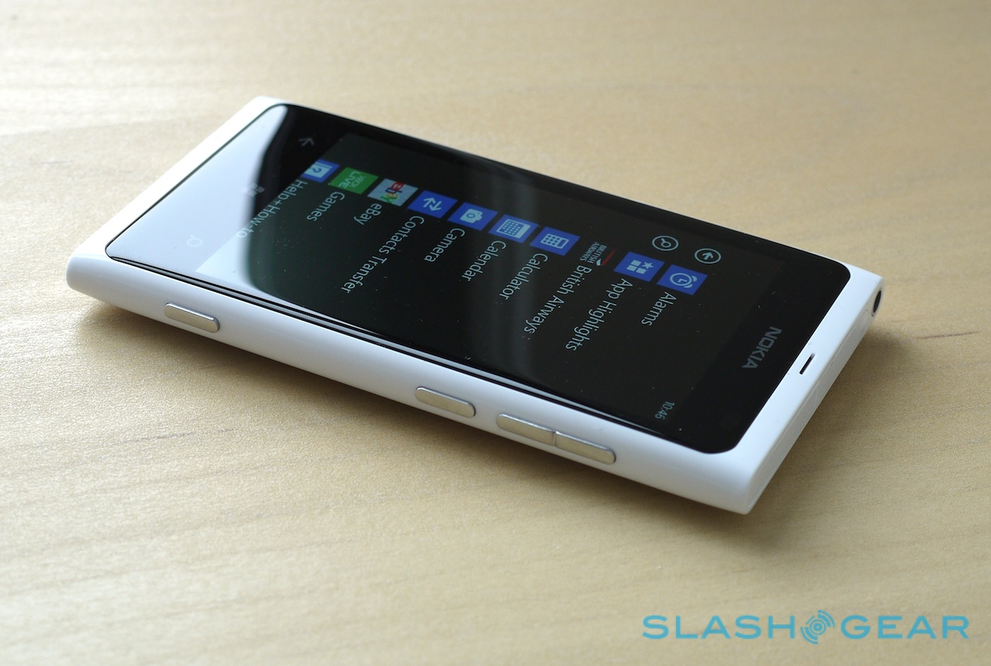 Nokia Lumia 800 White official: Hands-on