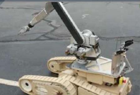 iRobot Warrior robot can lift 150 pounds, uses an Xbox controller