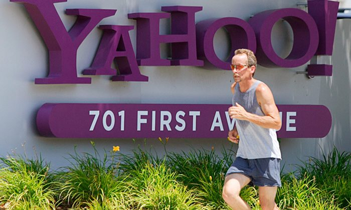 Yahoo eyes Facebook patent fight