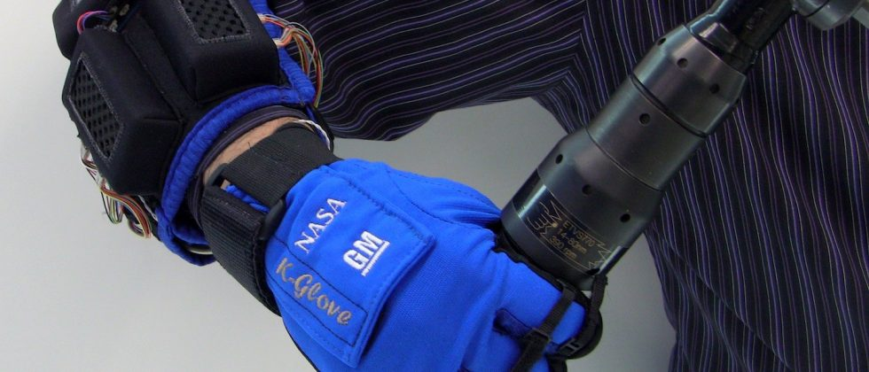 NASA and GM reveal Robo-Glove for astronauts and engineers