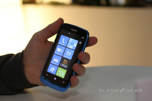 Microsoft Stores now swapping any old feature phone for a Windows Phone