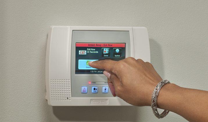 Honeywell announces LYNX Touch 5100 security system - SlashGear