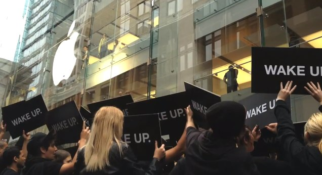 "Samsung denies staging ""Wake Up"" anti-Apple flashmob"