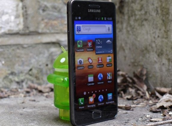Samsung Galaxy S III non-Pentile 720p AMOLED tipped