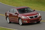 Nissan adds ingenious Easy Fill Tire Alert to 2013 Altima