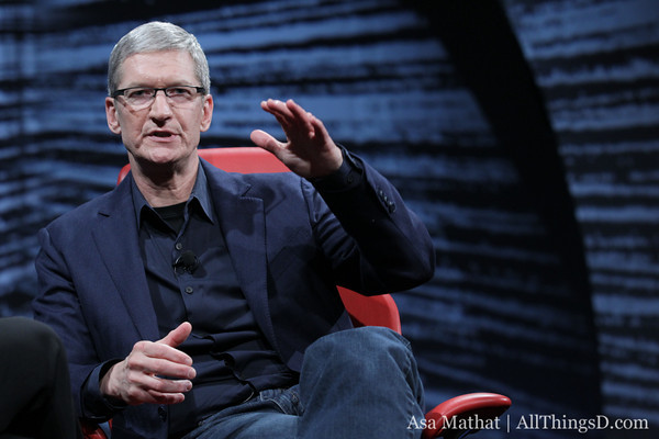 Tim Cook pushes Apple manufacturing in USA at D10