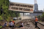 Apple's iCloud coal trains blocked by protestors