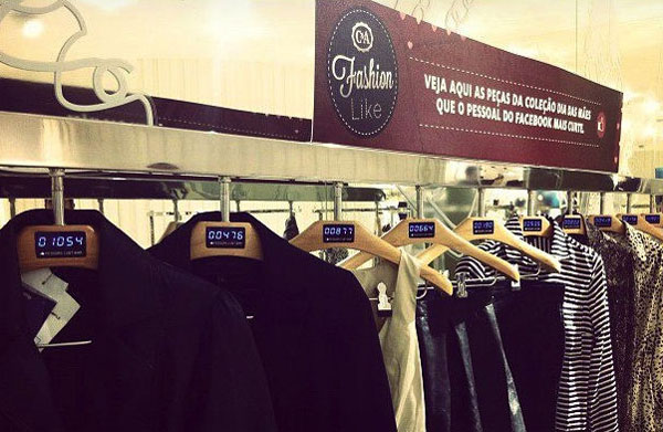 Brazilian clothing retailer shows Facebook likes on hangers
