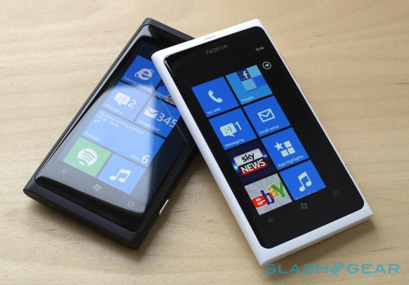 Nokia losing cash reserves at worrying pace