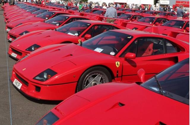 60 Ferrari F40s congregate at Silverstone to celebrate 25th anniversary