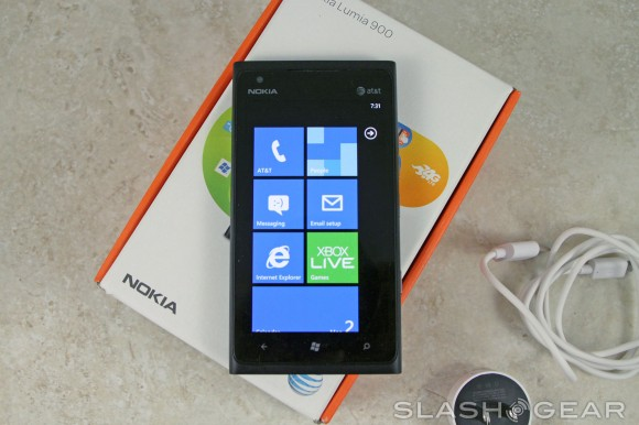 AT&T halves Nokia Lumia 900 price (but will WP7.8 scare buyers off?)