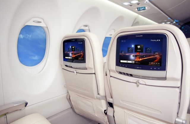 Boeing unveils Dreamliner 787 with Android-based entertainment systems