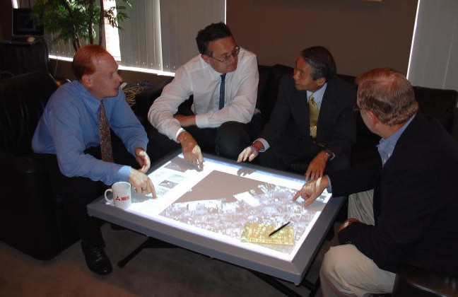 Samsung places faith in massive touchscreen table vs Apple