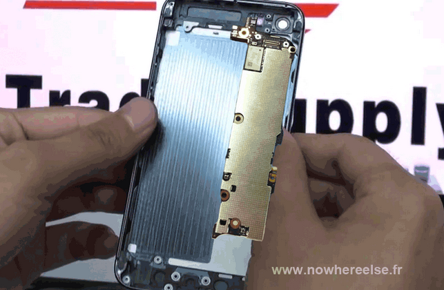 iPhone 5 motherboard suggests LTE and battery boost