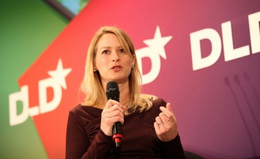 Yahoo CEO courts Twitter's head of international markets