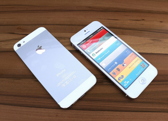 iPhone 5 pre-orders tipped for September 14 via staffing call