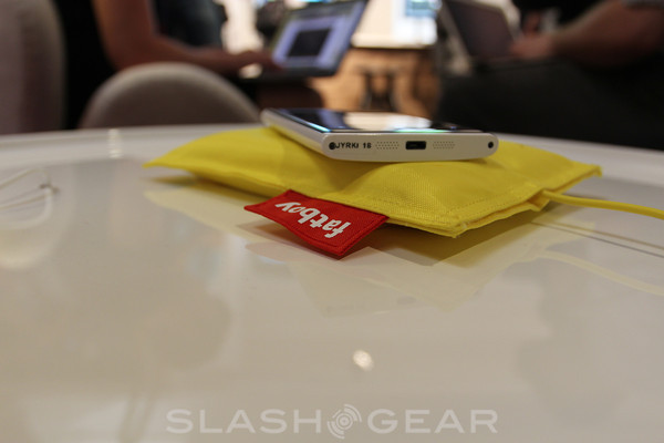 Nokia Lumia accessories and wireless charging hands-on