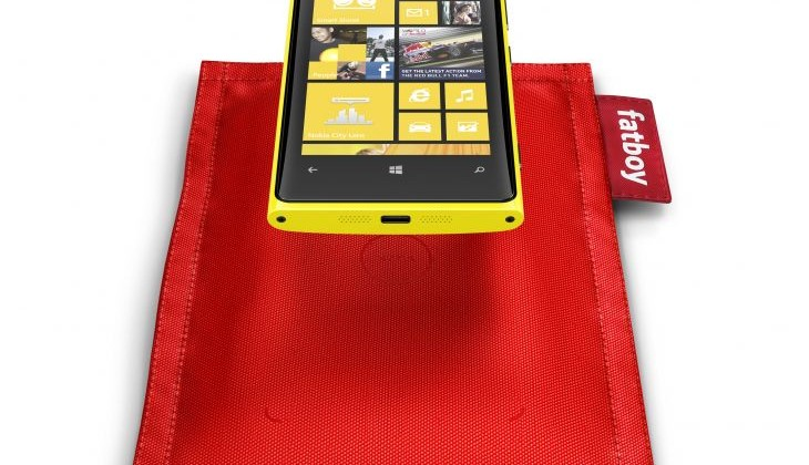 700-fatboy-rechargeable-pillow-dt-901-with-nokia-lumia-920